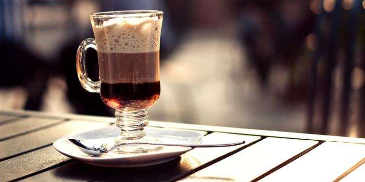 Подача кофе с коньяком