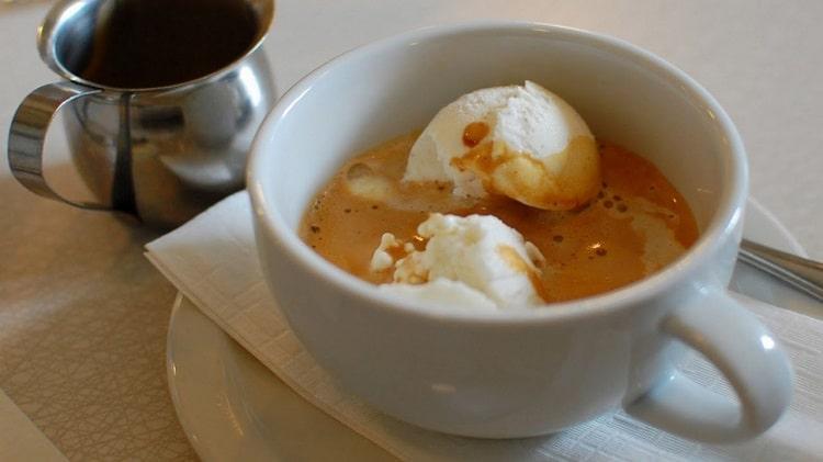 Мороженое в кофе