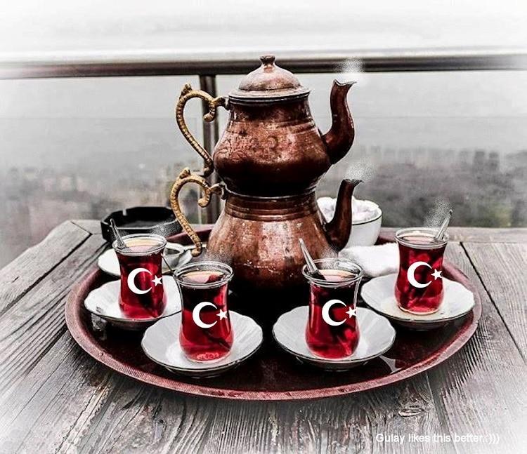 Стаканы с чаем