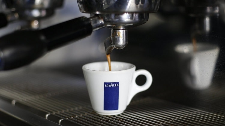 Приготовление кофе в кофемашине