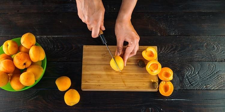 Подготовка абрикосов для фанты