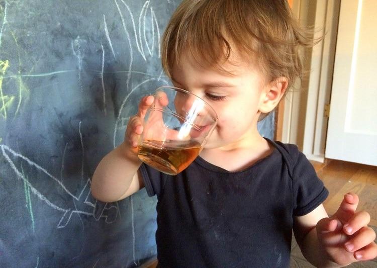 Ребенок и чай