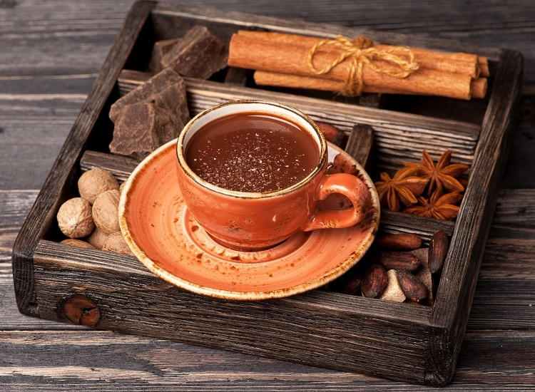 Горячий шоколад в кружке
