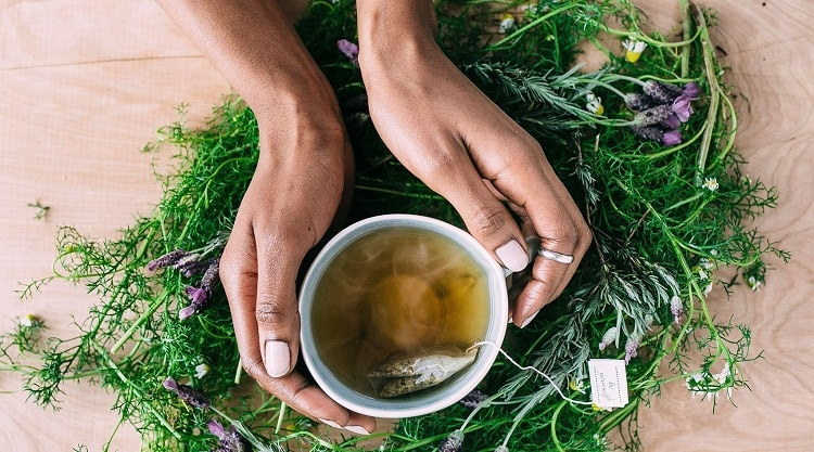Добавление лаванды в чай