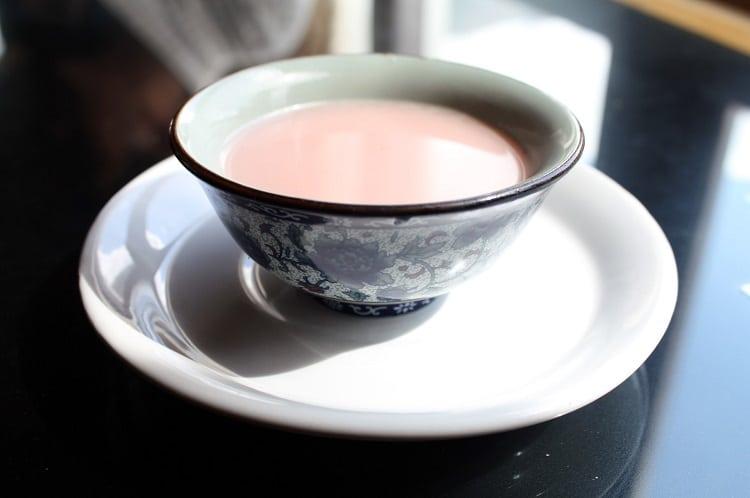 Чай с молоком и с солью